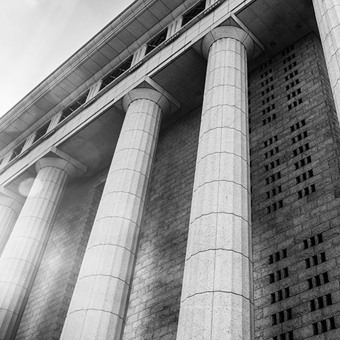 courthouse marble columns